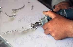 حکاکی با دست 300x193 - خطاطی و حکاکی سنگ قبر